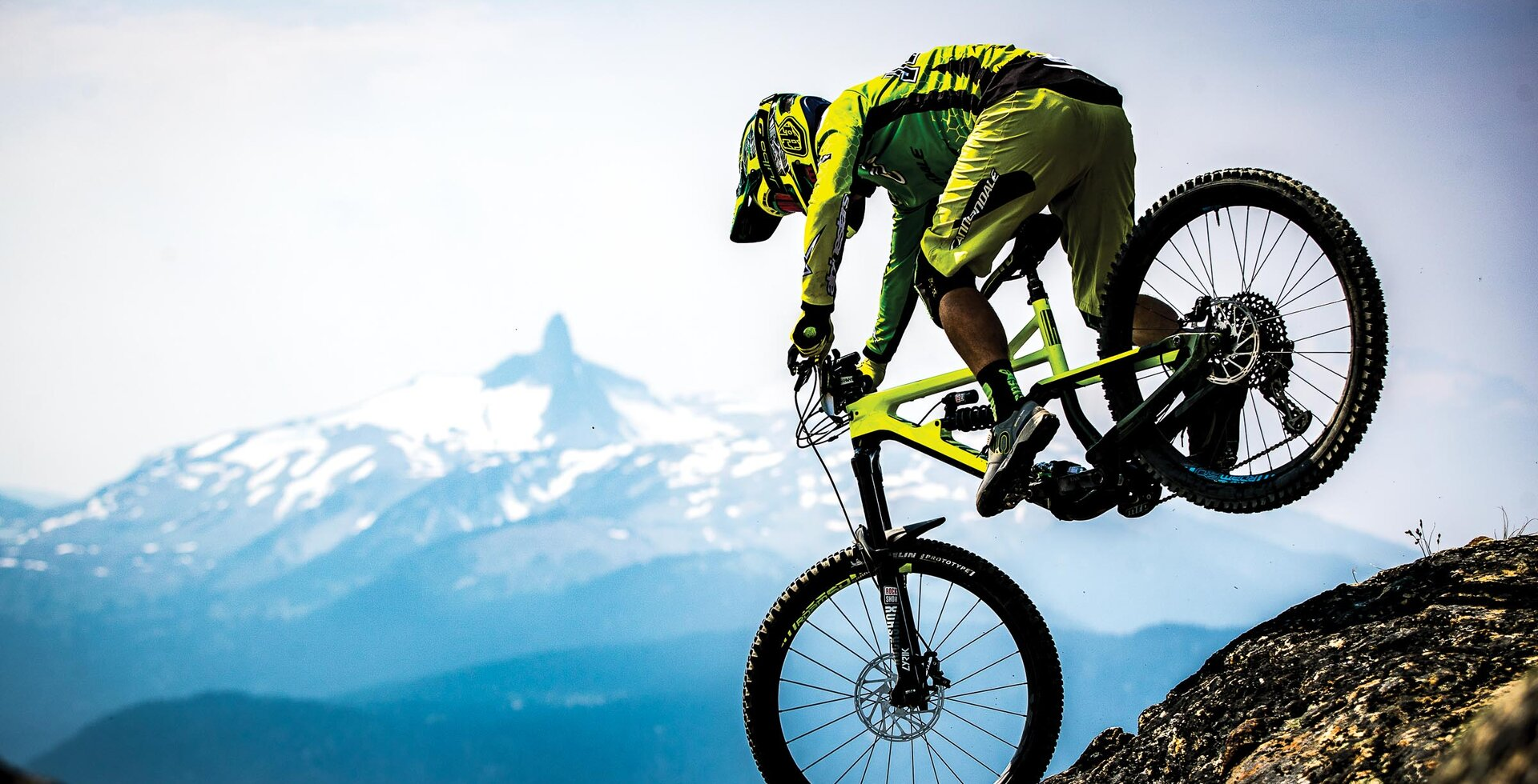 Blue skies and majestic Whistler Valley views aren't always standard during the Whistler Enduro World Series, but when conditions align, it's epic. France's Jerome Clementz claimed eigth place in 2017, but not without some technical maneuvers on Top of the World.