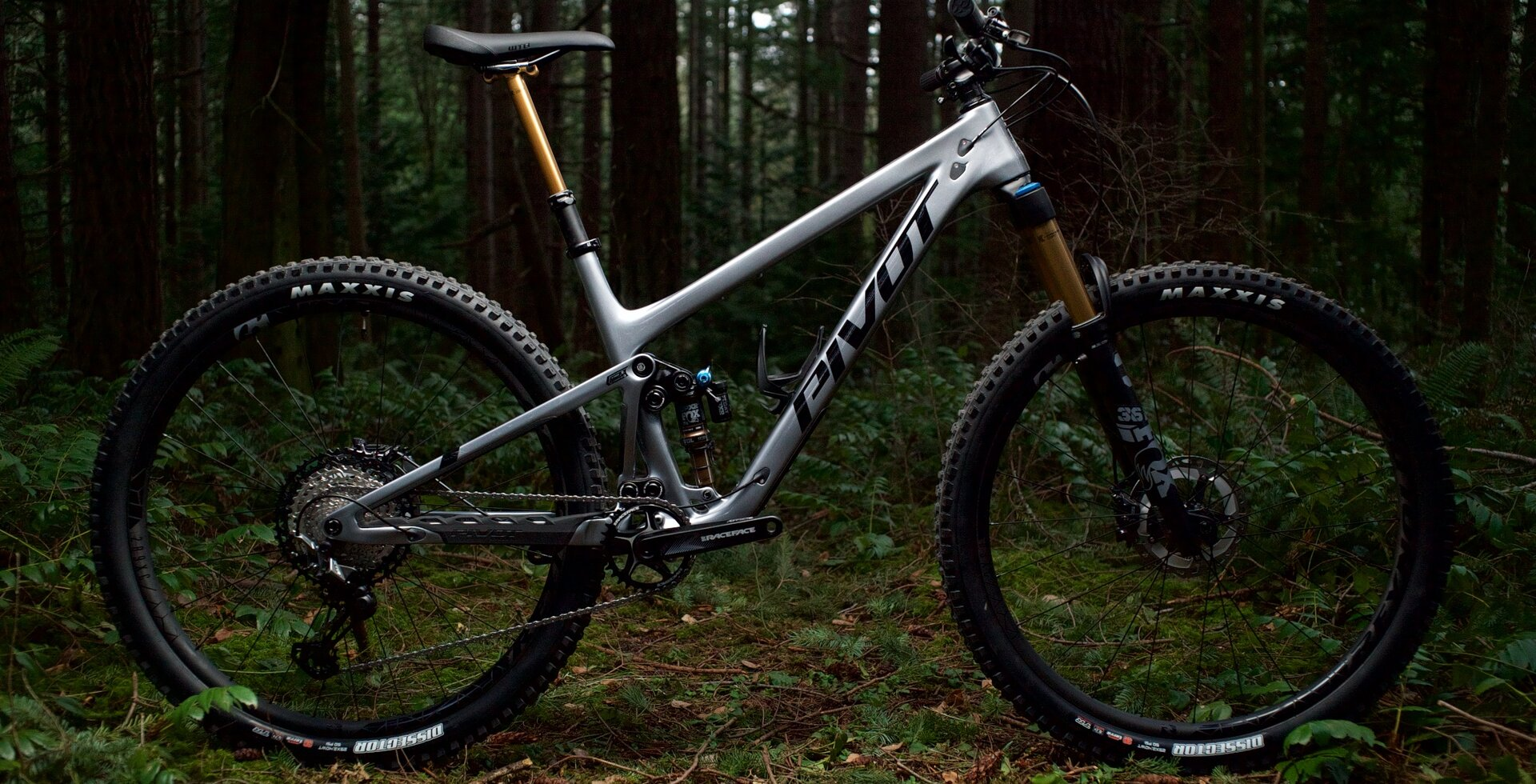 Progressive geometry and super capable suspension give hard charging riders the tools they need to thrive in jumpy and steep terrain.