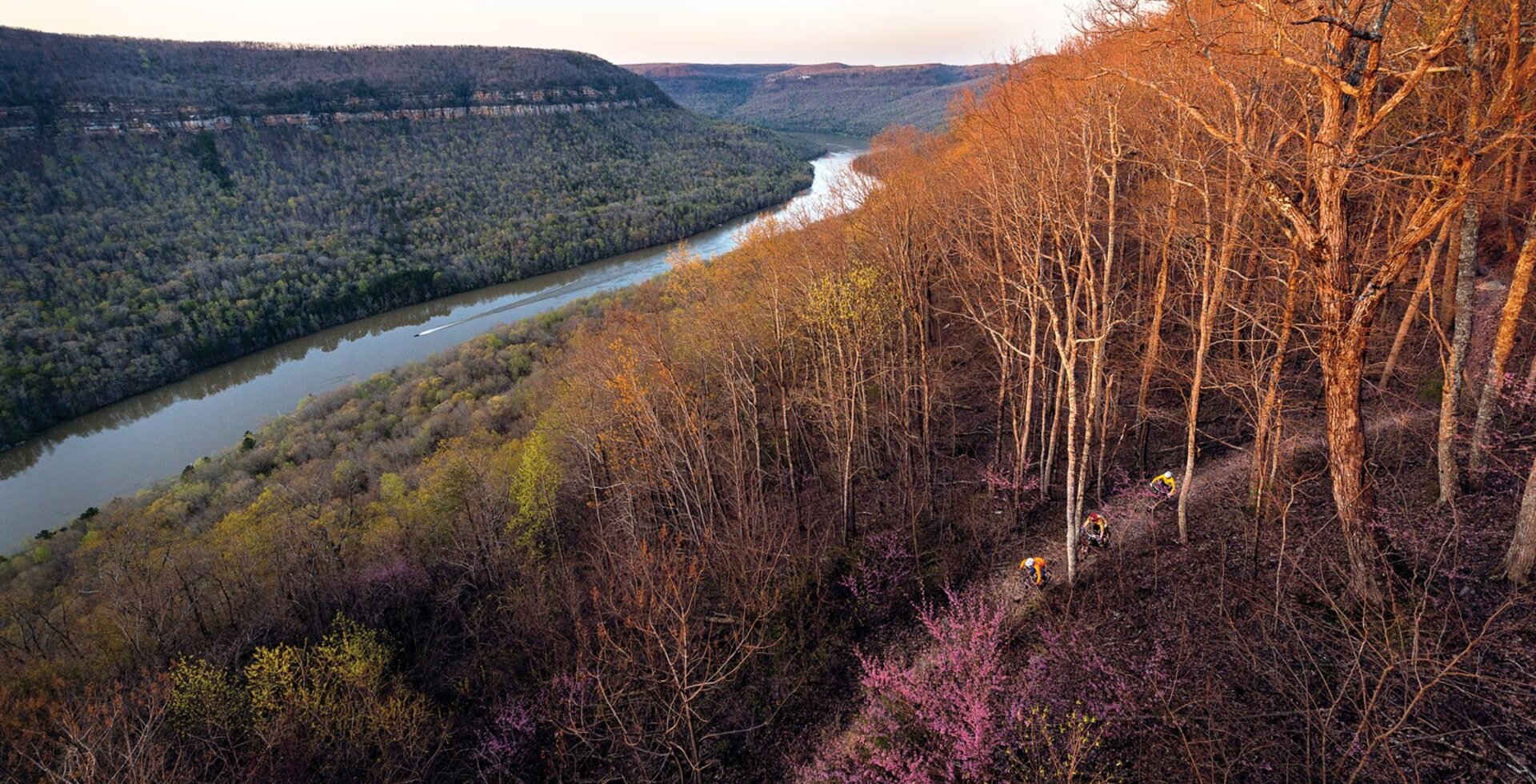 On the lower flanks of Chattanooga's Raccoon Mountain, two ribbons run parallel—one of water, one of dirt. Local riders Les Warnock, Andrew Massey and Mark Przybysz would be enjoying sweeping views of the Tennessee River if they weren't so focused on the trail.