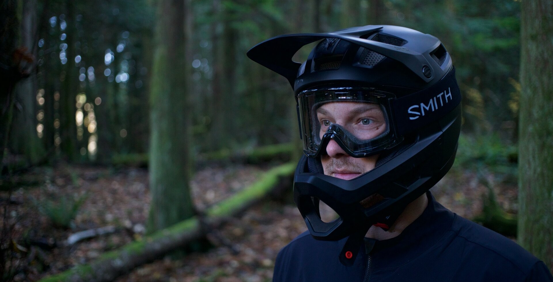The Mainline is Smith's downhill certified enduro bike helmet, and their first full face helmet offering.