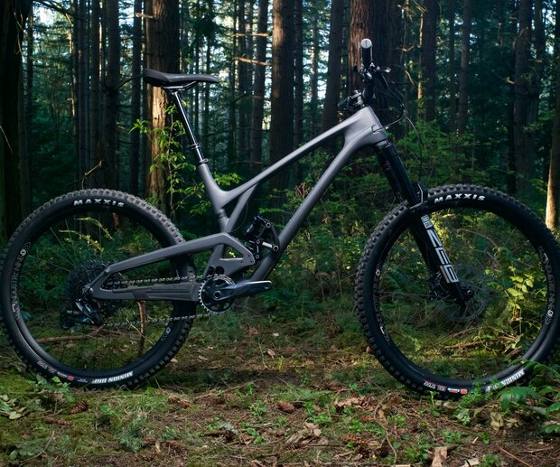 """Evil bike's update to the Insurgent comes with more travel and is available in both full 27.5"""" and a mixed-wheel 29""""/27.5"""" MX versions."""