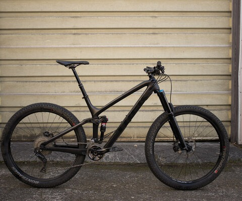 "Trek's Fuel EX 9.8 has been updated into an all-around trail slayer that can be set up with either 29"" of 27.5+ wheels."