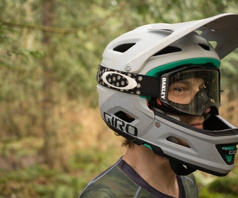 The Switchblade was designed to meet the DH standards of a full-face helmet at an enduro-acceptable weight.
