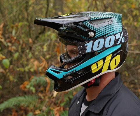 The Aircraft is 100%'s premium DH helmet, constructed with a carbon/Kevlar outer shell and featuring MIPS.