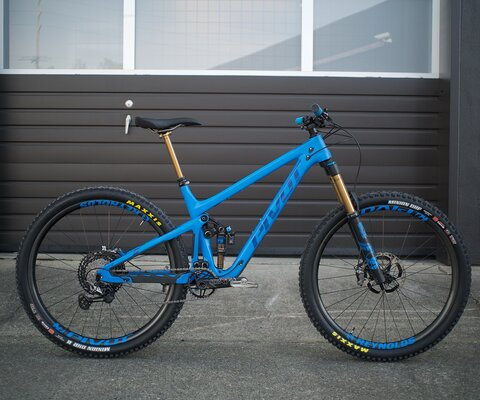 The Switchblade is an all-mountain rig with more travel, unrivaled versatility and progressive geometry.