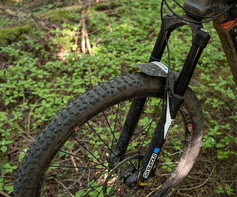 "SR Suntour's Durolux 29"" is made to go up against some of the best forks in the business, like RockShox's Lyric and Fox's 36."