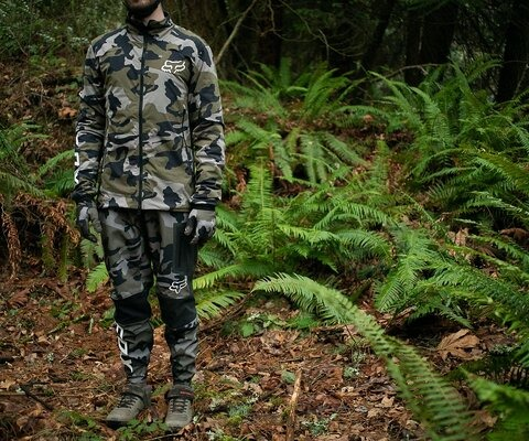 Full camo for full stealth mode. Fox's winter lineup has a few options for color ways, but a matching kit was hard to pass up.