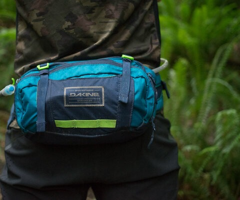 A great alternative to the common backpack, Dakine's hip pack can carry all of the essentials plus plenty of water.