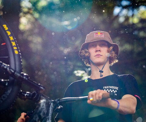 Being the 2019 Red Bull Joyride champion, all eyes were on Johansson as the 2020 Crankworx tour kicked off in Rotorua, New Zealand. Johansson, all business before the competition. Photo: Sven Martin
