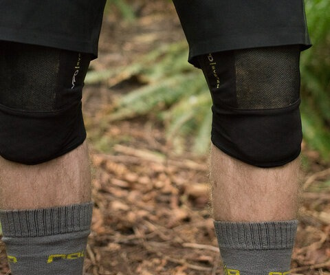 With POC's patented VPD material on the inside and Kevlar on the outside, the System Knee is built to withstand serious impacts.